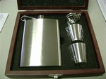 Hip flask 8 OZ / 24 cl set wooden box